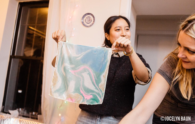 Fabric marbling at the bkstyled liana kohn workshop.
