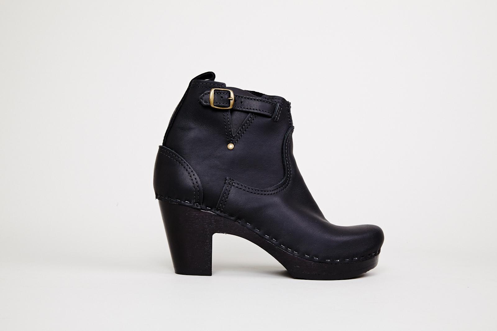 No. 6 High Heel Buckle Boot