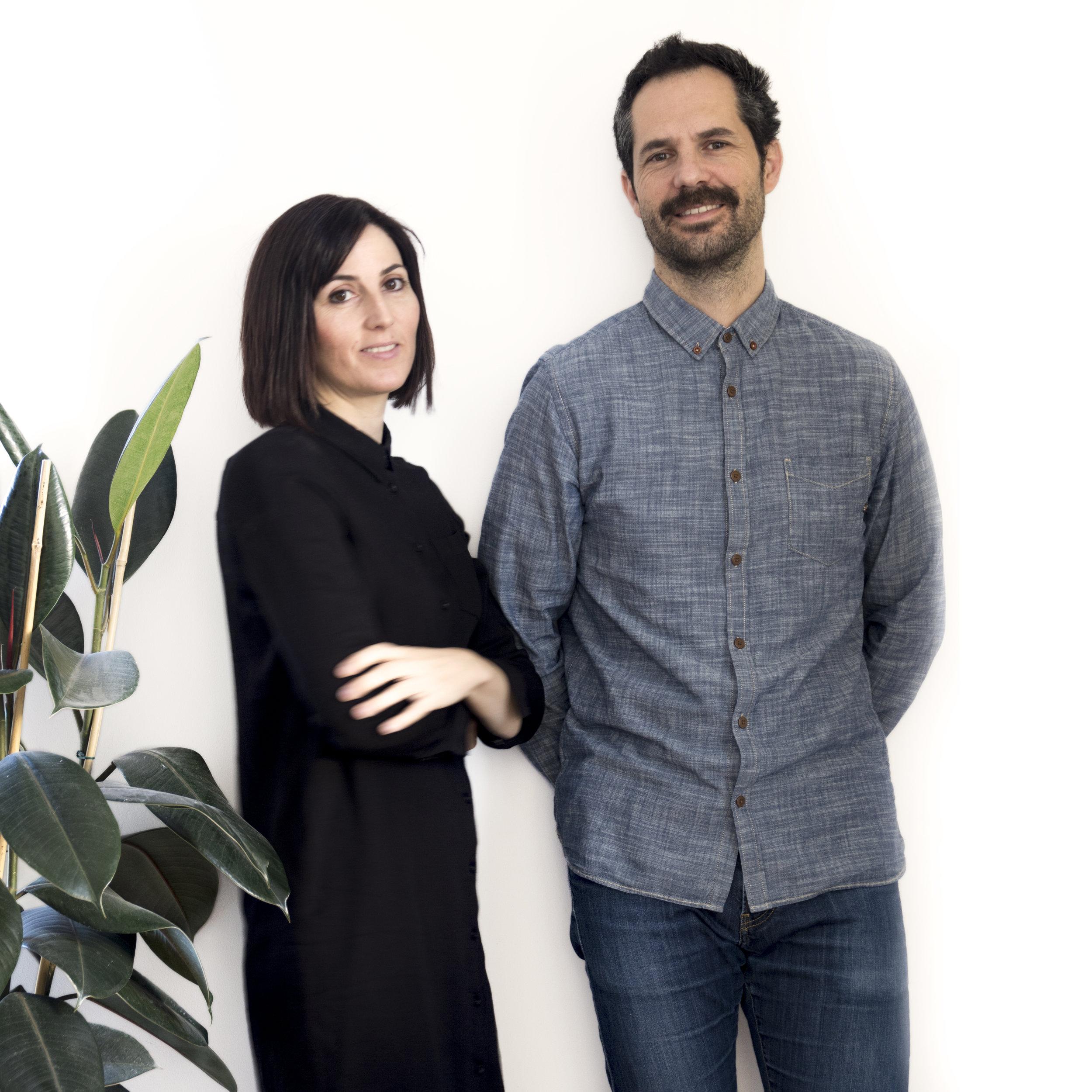 Somos    Marta    &    Enric   , freaks de la tipografía. Hola :)