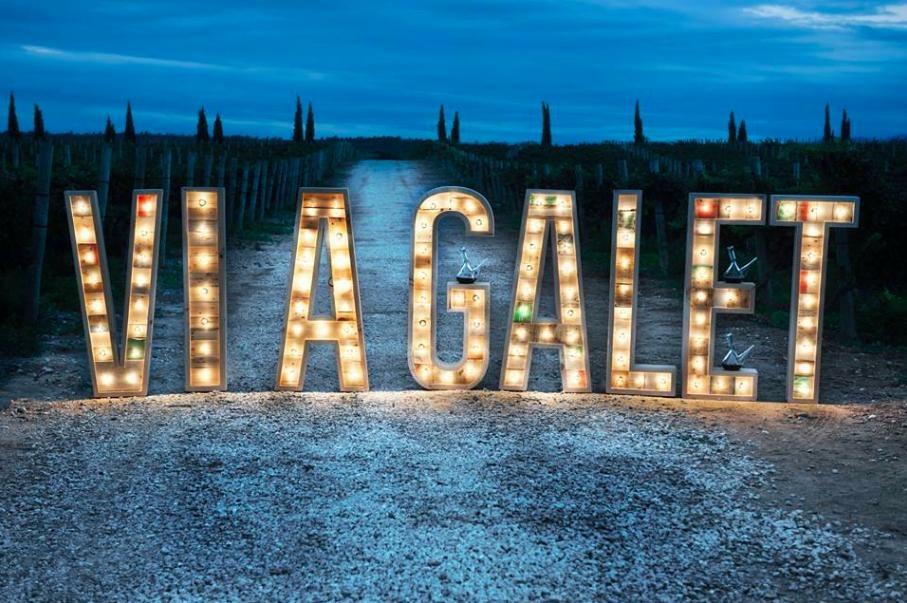alquiler-letras-luminosas-27lletres-ViaGalet.JPG
