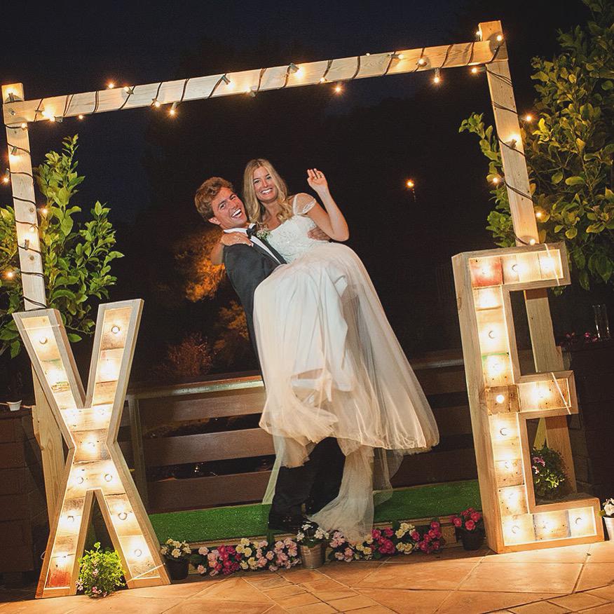 XE-alquiler-bodas-eventos-bombillas-27lletres.jpg
