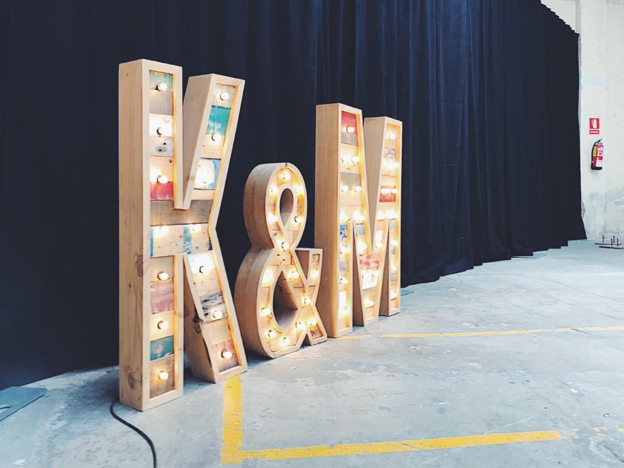 k&M-alquiler-letras-luminosas-27lletres.JPG