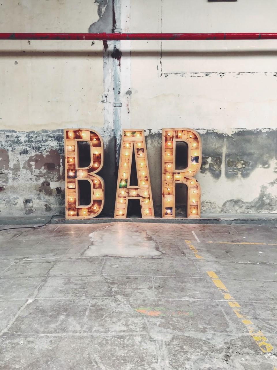 alquiler-letras-luminosas-27lletres-bar.jpg