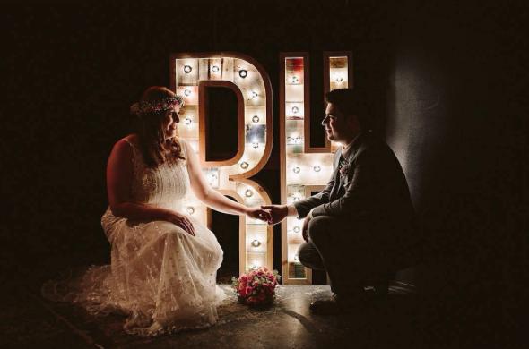 boda-letras-luminosas-27lletres-alquiler.png