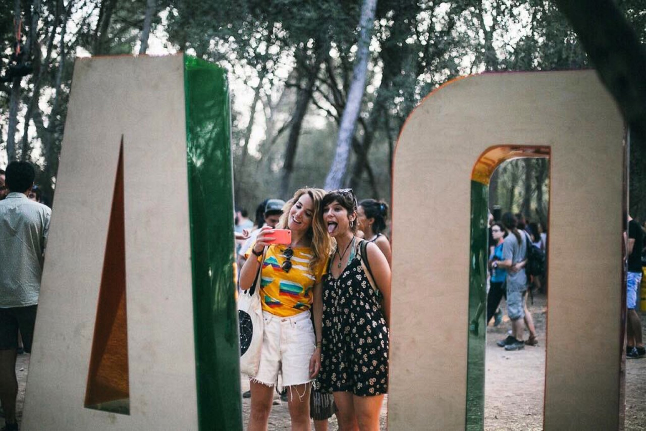 vida-metacrilato-colores-festivales-27lletres-01.jpeg