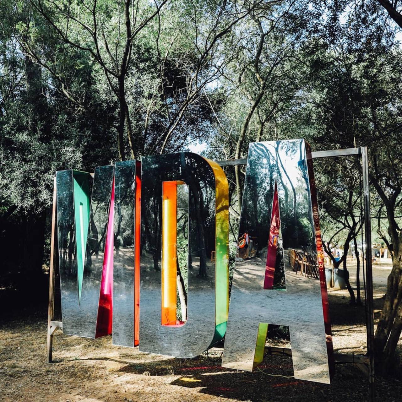 vida-metacrilato-colores-festivales-27lletres-02.jpeg