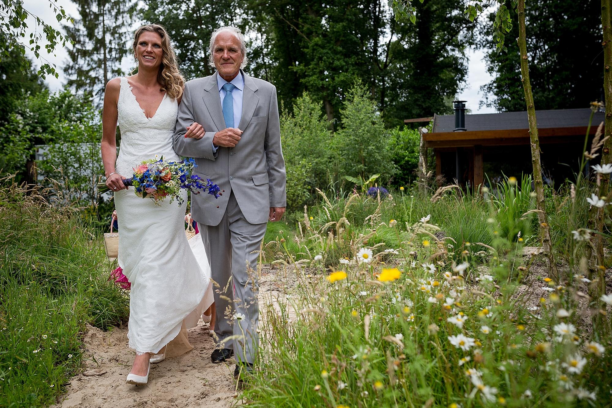 bruidsfotograaf-brabant-trouwen-in-het-bos-festivalbruiloft-vught-haaren_0085.jpg