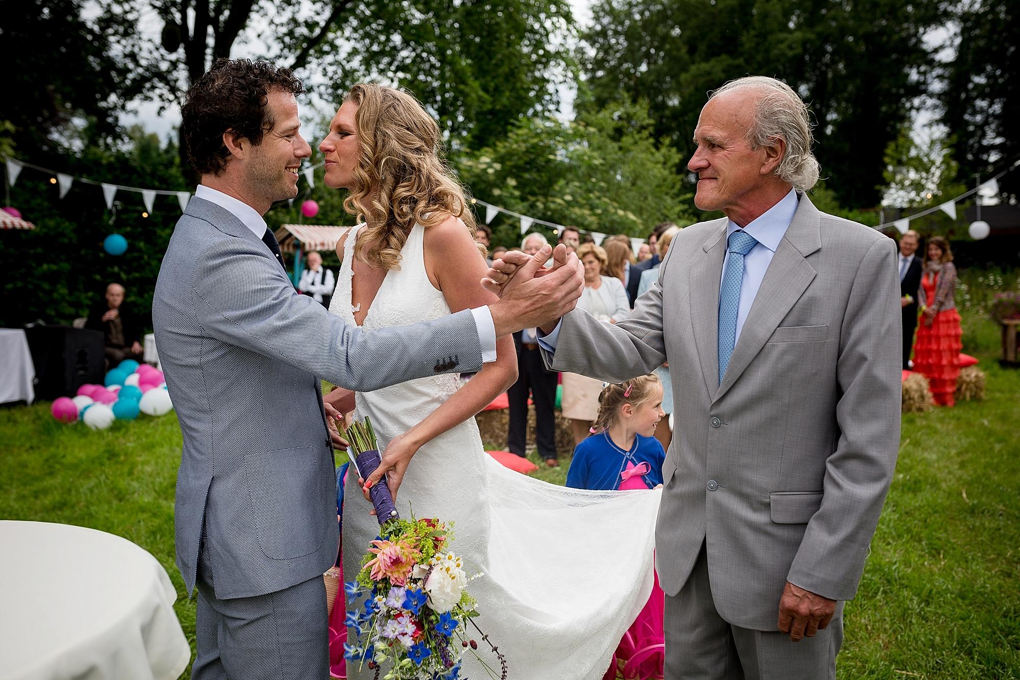 bruidsfotograaf-brabant-trouwen-in-het-bos-festivalbruiloft-vught-haaren_0086.jpg
