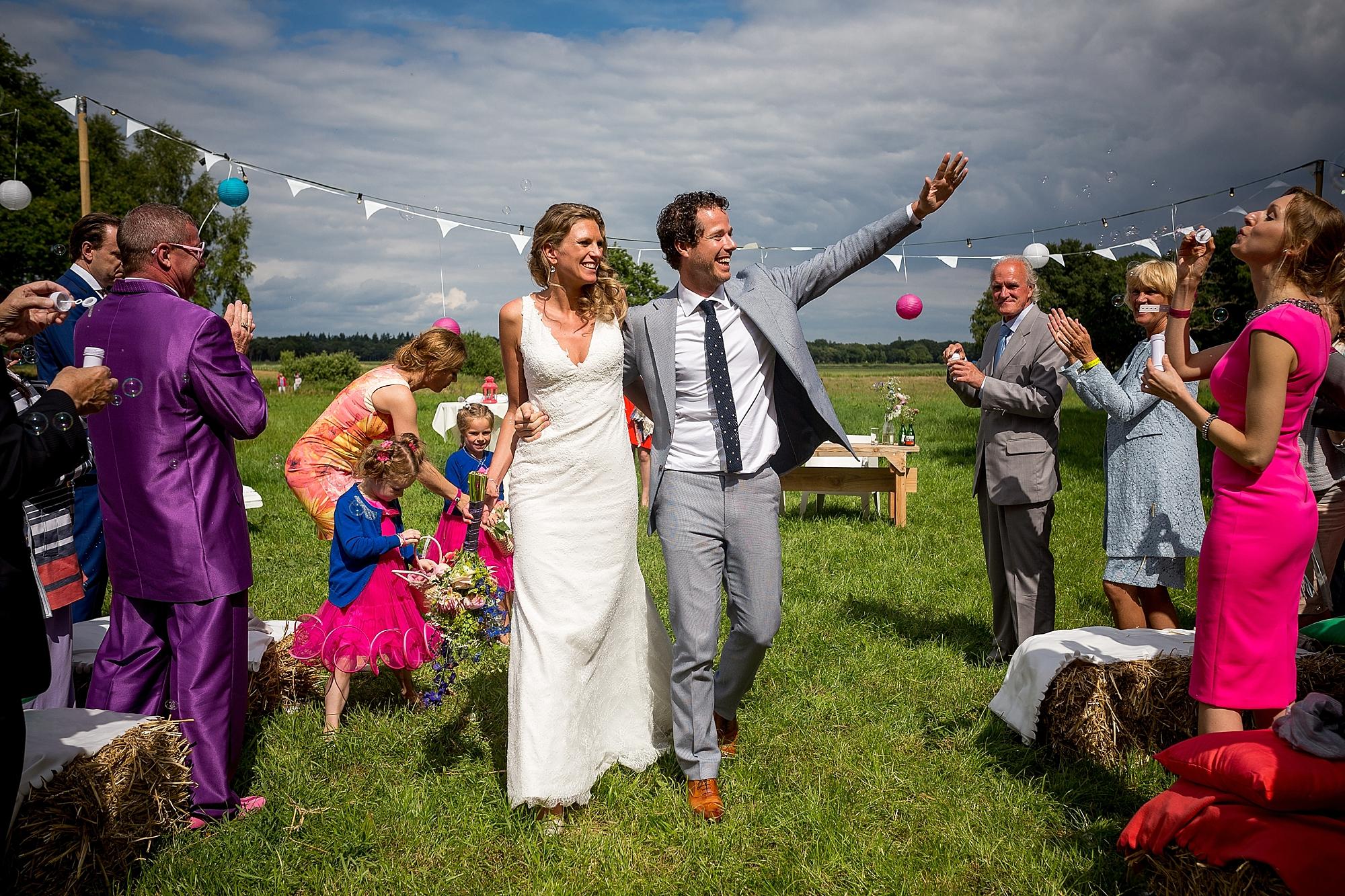 bruidsfotograaf-brabant-trouwen-in-het-bos-festivalbruiloft-vught-haaren_0097.jpg