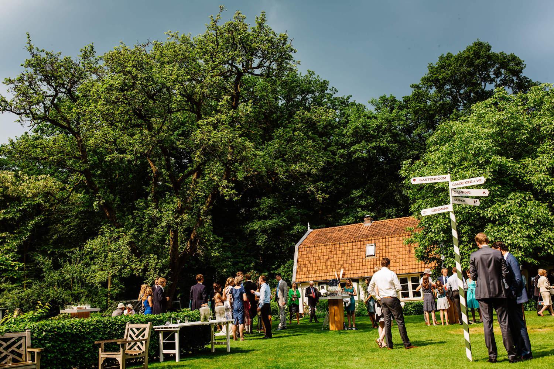 buitenbruiloft-landgoed-pijnenburg-soest-utrecht-bruidsfotograaf-29.jpg