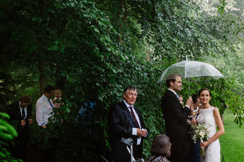 buitenbruiloft-landgoed-pijnenburg-soest-utrecht-bruidsfotograaf-31.jpg