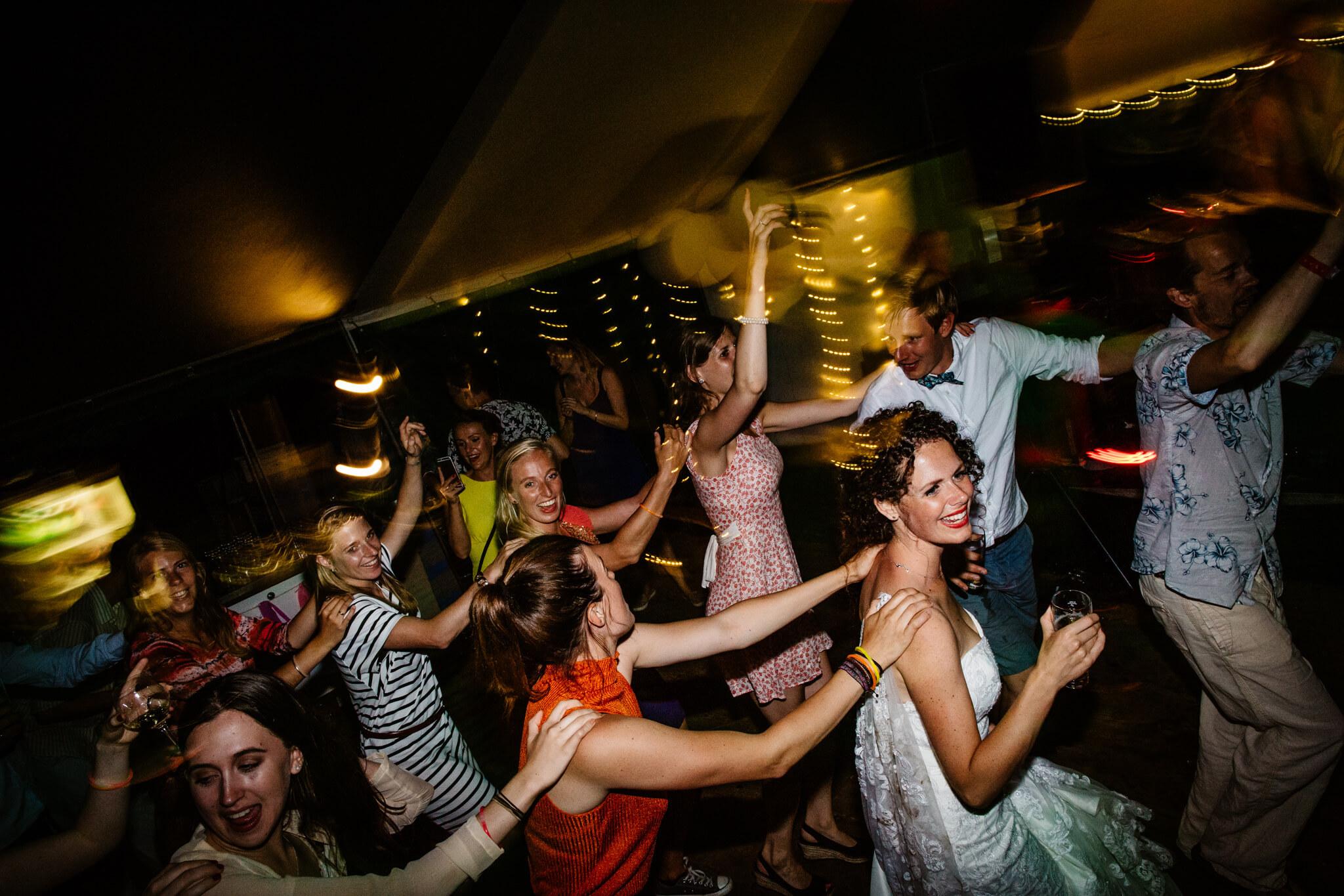 festivalbruiloft-bruidsfotograaf-utrecht-44.jpg