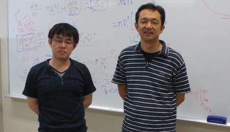 Associate Professor Hidekazu Tanaka (right) with graduate student Kazuhiro Kanagawa