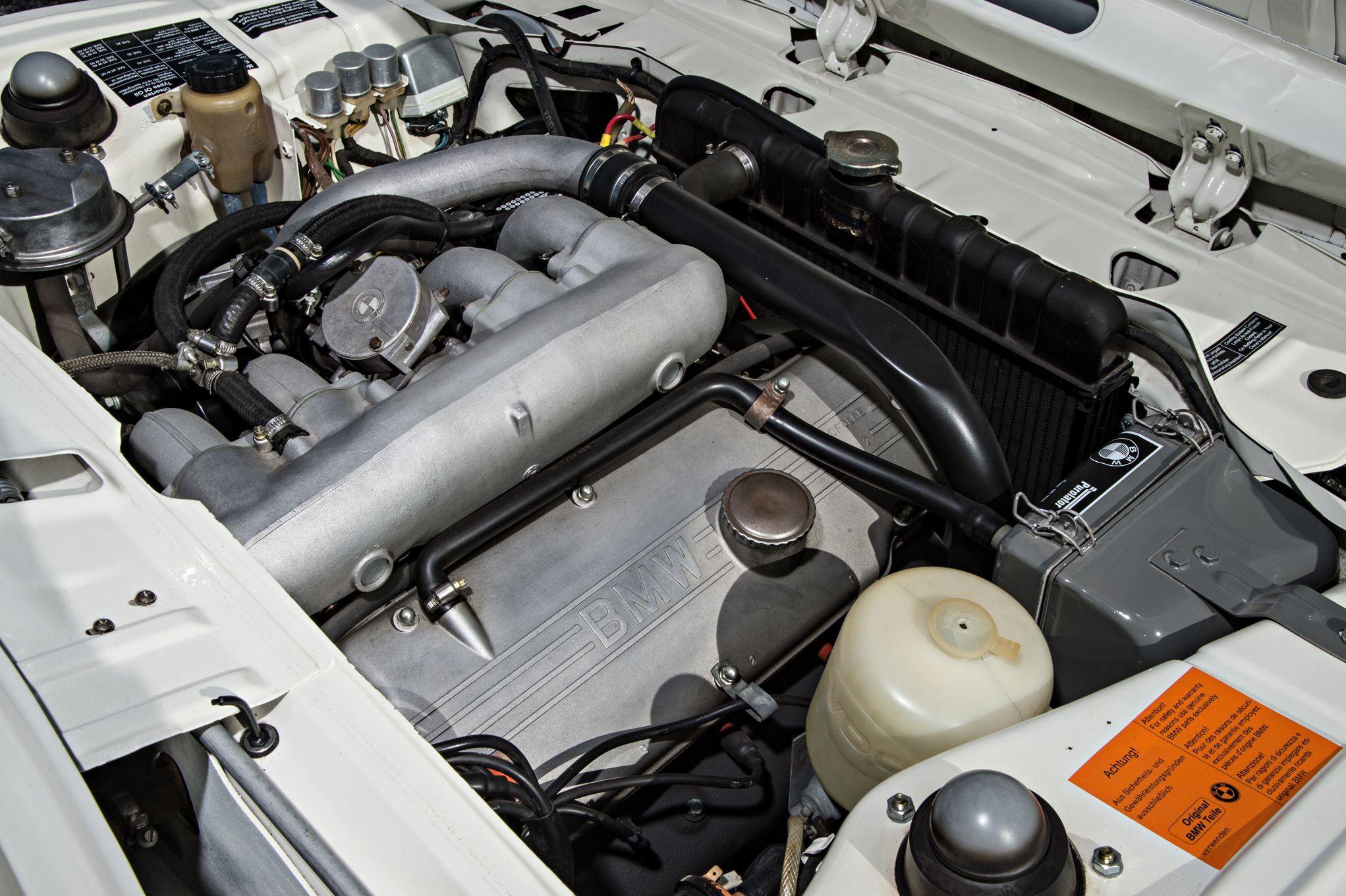 bmw-2002-turbo-engine.jpg