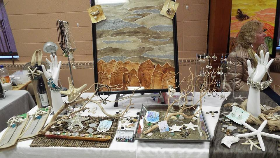 Laurie Bowen DiStasio,  artist and crafter