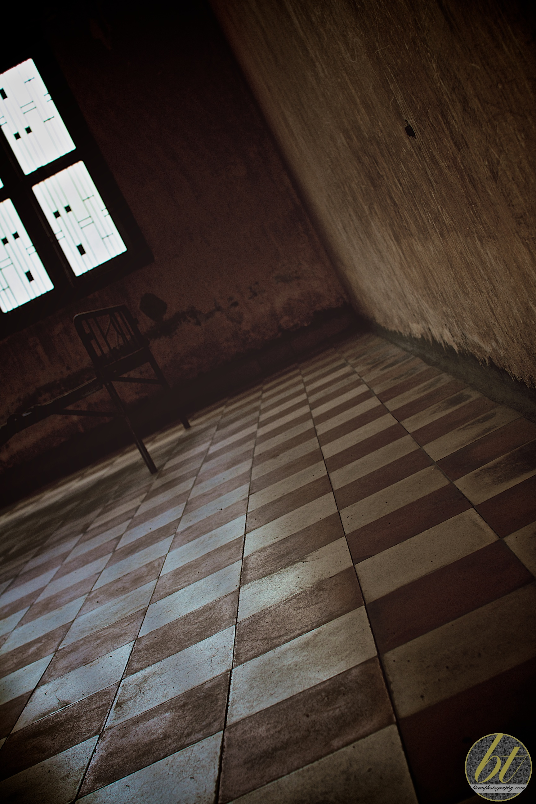 tuol sleng genocide museum (s21) - torture room