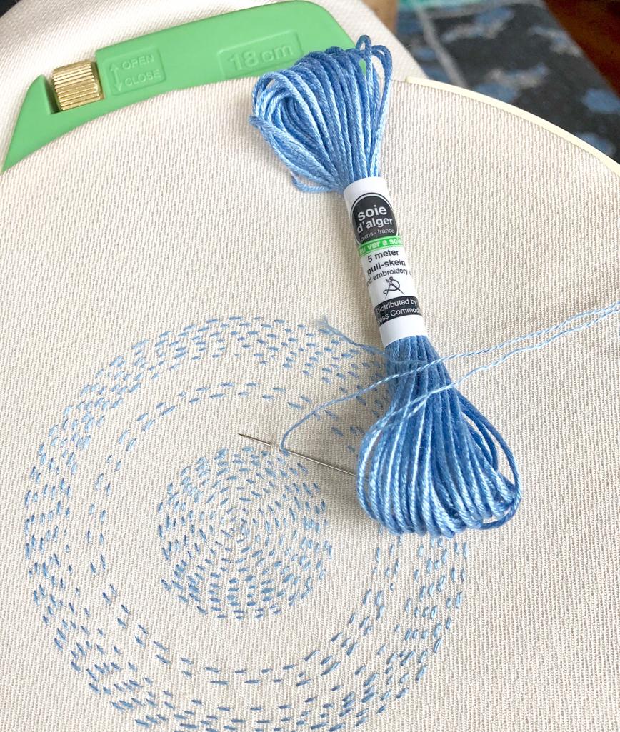 A small work using AU VER À SOIE SOIE D'ALGER®silk thread.
