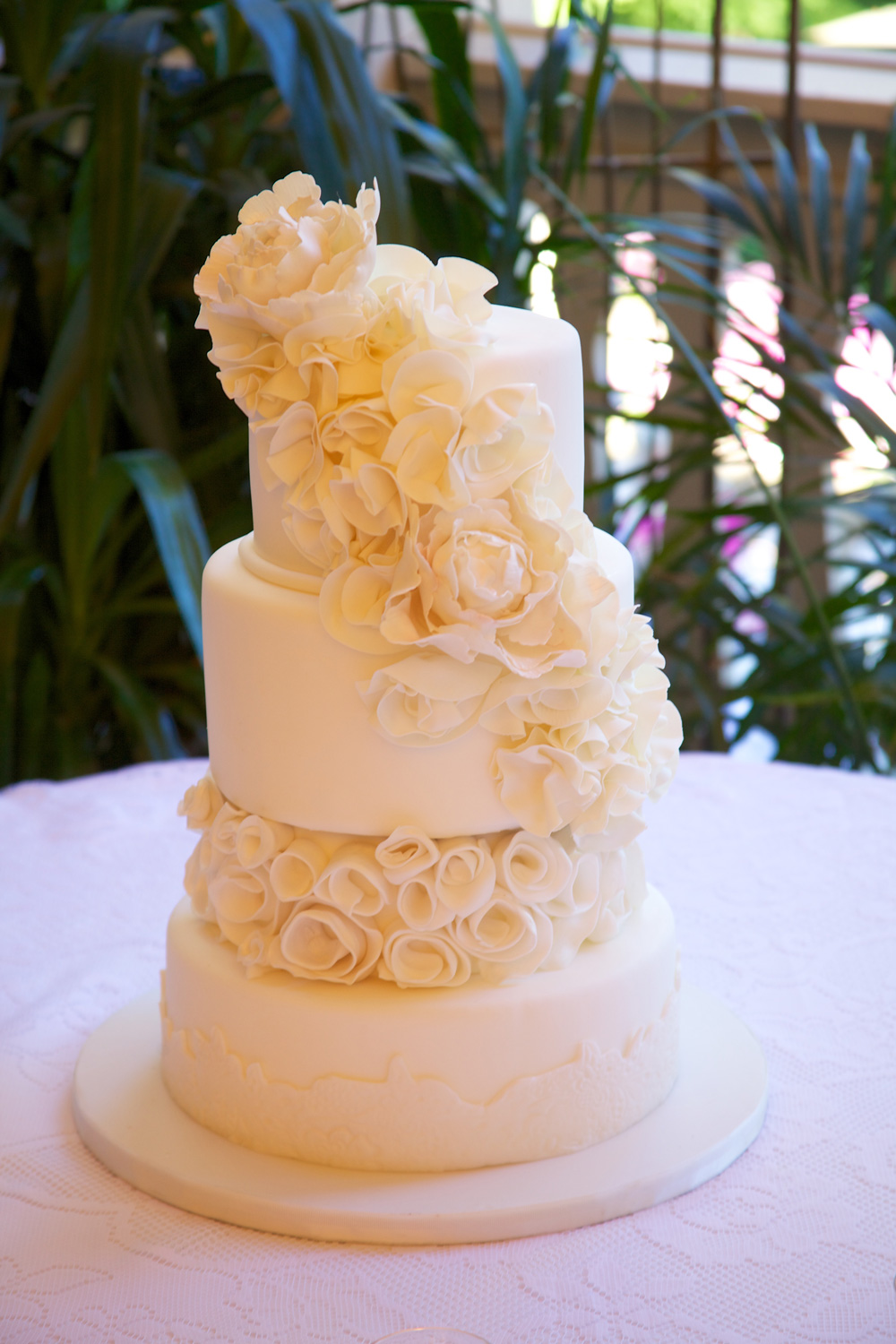 patisserie_angelica_fondant_white_floral.jpg