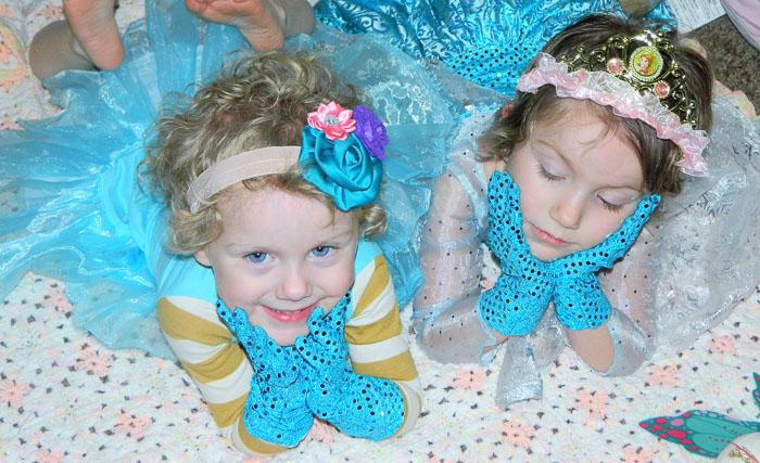 Plum Princess Gloves Pattern by Zuzzy Patterns- Pattern Revolution