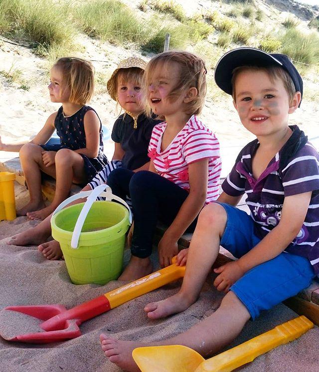 Nos Papaï Kids prêts pour affronter le grand soleil prévu aujourd'hui grâce aux sticks colorés @eql0ve 😍 Ils sont beaux nos ptits indiens, n'est ce pas ?! 🌞 - - #sunprotection #sticksolaire #sun #summer #été #iledere #ilederé #charentemaritime #france #eqlove #sunshine #indian #Kids #enfant #clubdeplage #papaïkids #love