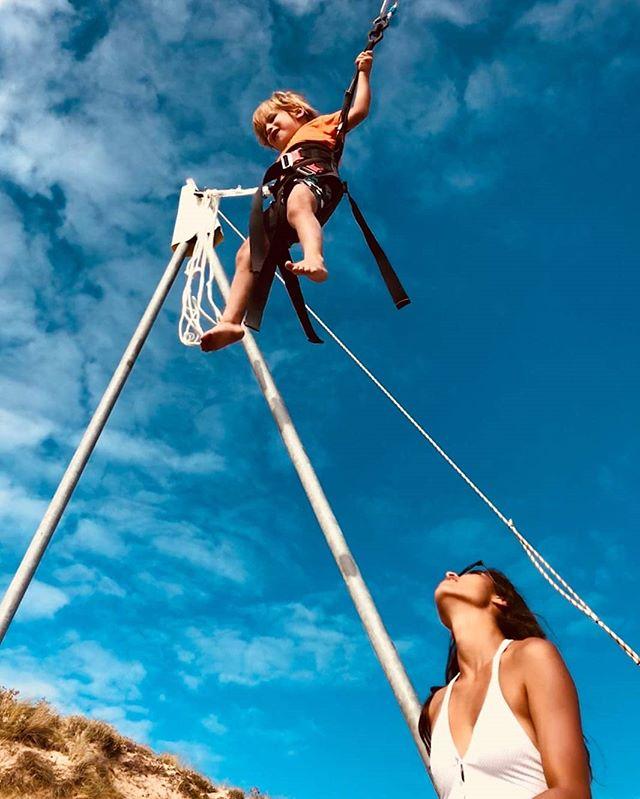 Pio pour ses 4 ans à @papaiiplage 🌞🚀 Merci de nous avoir fait confiance 💙 📷 @jean_vespi - - #papaïplage #Papaïkids #trampoelastique #trampo #clubdeplage #plage #iledere #ilederé #charentemaritime #france #birthdayboy #hbd #kids #enfant #flying