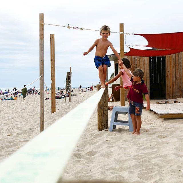 Ils sont pas trop mignons nos Papaï Kids 😍?! La #Slackline, l'activité sportive phare à Papaï Plage pour développer équilibre et concentration mais aussi l'entraide 🌞🙌⛱️🦀 - - #papaïplage #papaïkids #iledere #ilederé #larochelle #charentemaritime #slack #balance #plage #equilibre #friendly #kids #enfant #vacances #holidays #beachlife #summer #été #juillet #aout