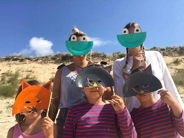 Des ptits chats, des grenouilles, un renard... Mais que se passe-t-il au Club de Plage ?! 😺🦊🐸🤷‍♀️ En tout cas, on adore !!! 😍 👌👏 @lolatondut & @aurore_404 😉 - - #clubdeplage #art #beachlife #clubdeplage #papaïkids #animals #mask #masques #creativite #painting #peinture #love #kids #enfant #vacances #plage #été #iledere #ilederé #larochelle #charentemaritime