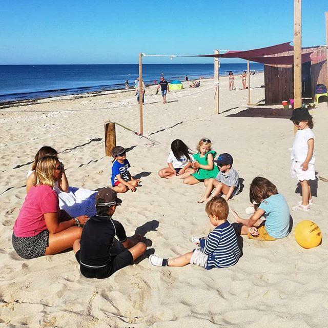 Le facteur des Gollandières a quand même une vue plutôt sympa  @papaiiplage 😉💙🌞🌈 Tout le monde a joué à ce jeu étant petit, non ? - 🤗 @aurore_404 @lolatondut - - #papaïplage #papaïkids #jeudenfants #papaï #plage #clubdeplage #parents #enfant #jeux #été #aout #vacances #iledere #ilederé #charentemaritime #larochelle #beachlife #chanson #kids
