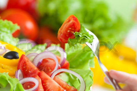 3907706-688824-healthy-food-fresh-vegetable-salad-and-fork.jpg