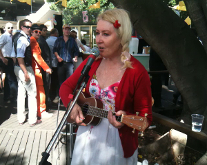 Zelda Sheldon ukulele performer at Rose Hill Racecourse, Sydney Australia