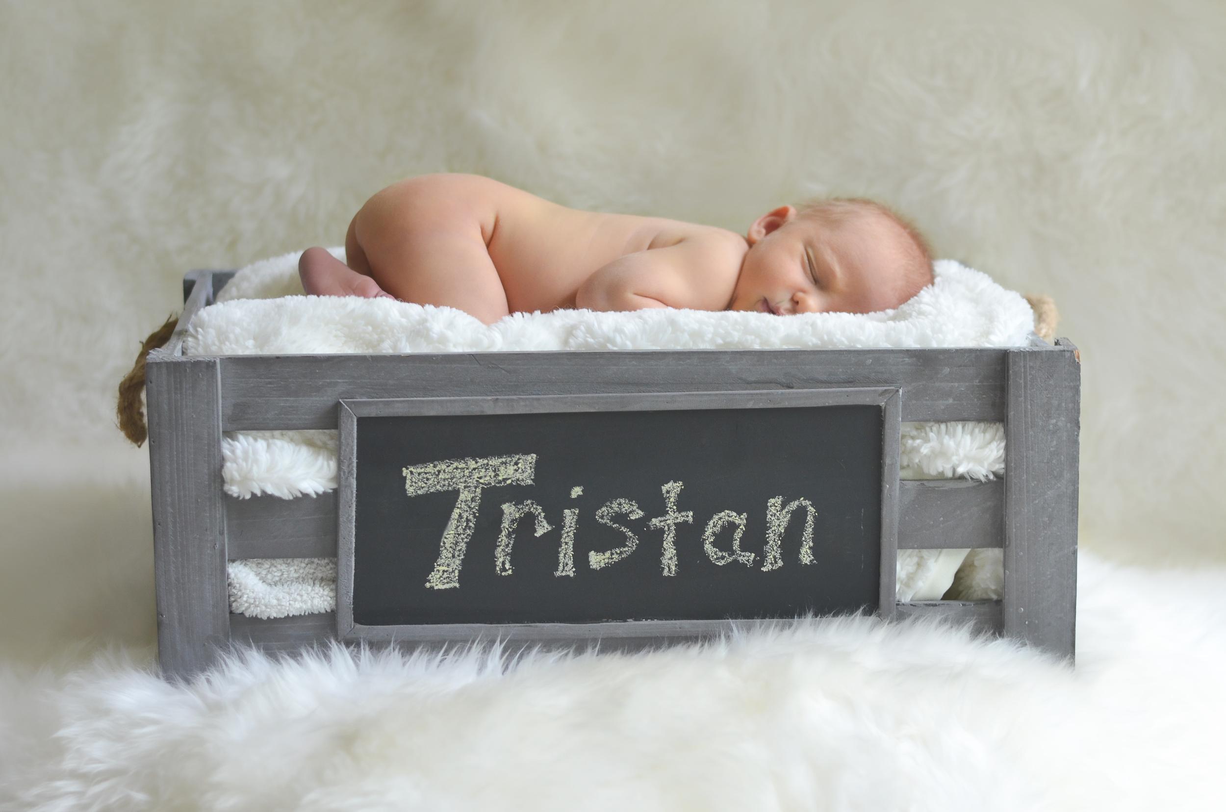 Tristan Newborn-41.jpg
