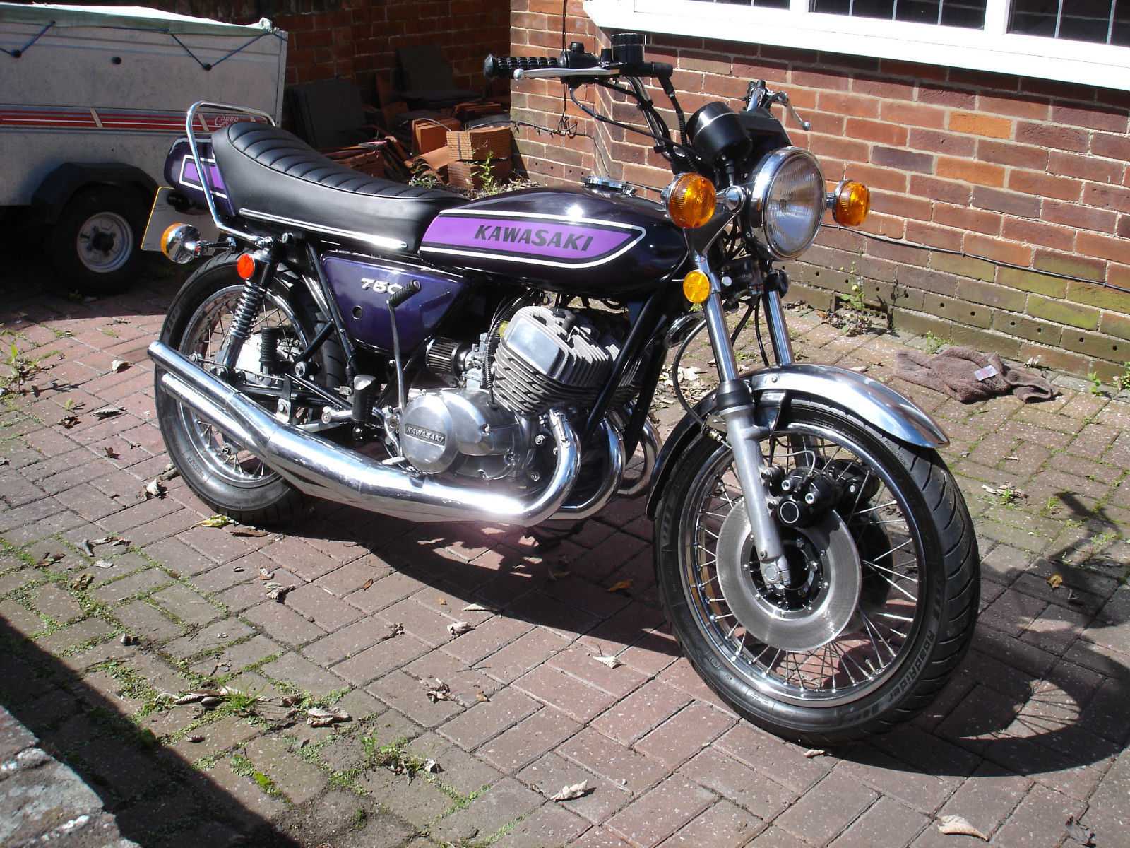 NOW SOLD>>> Here we have my friends Kawasaki H2c 750 triple in very nice condition.