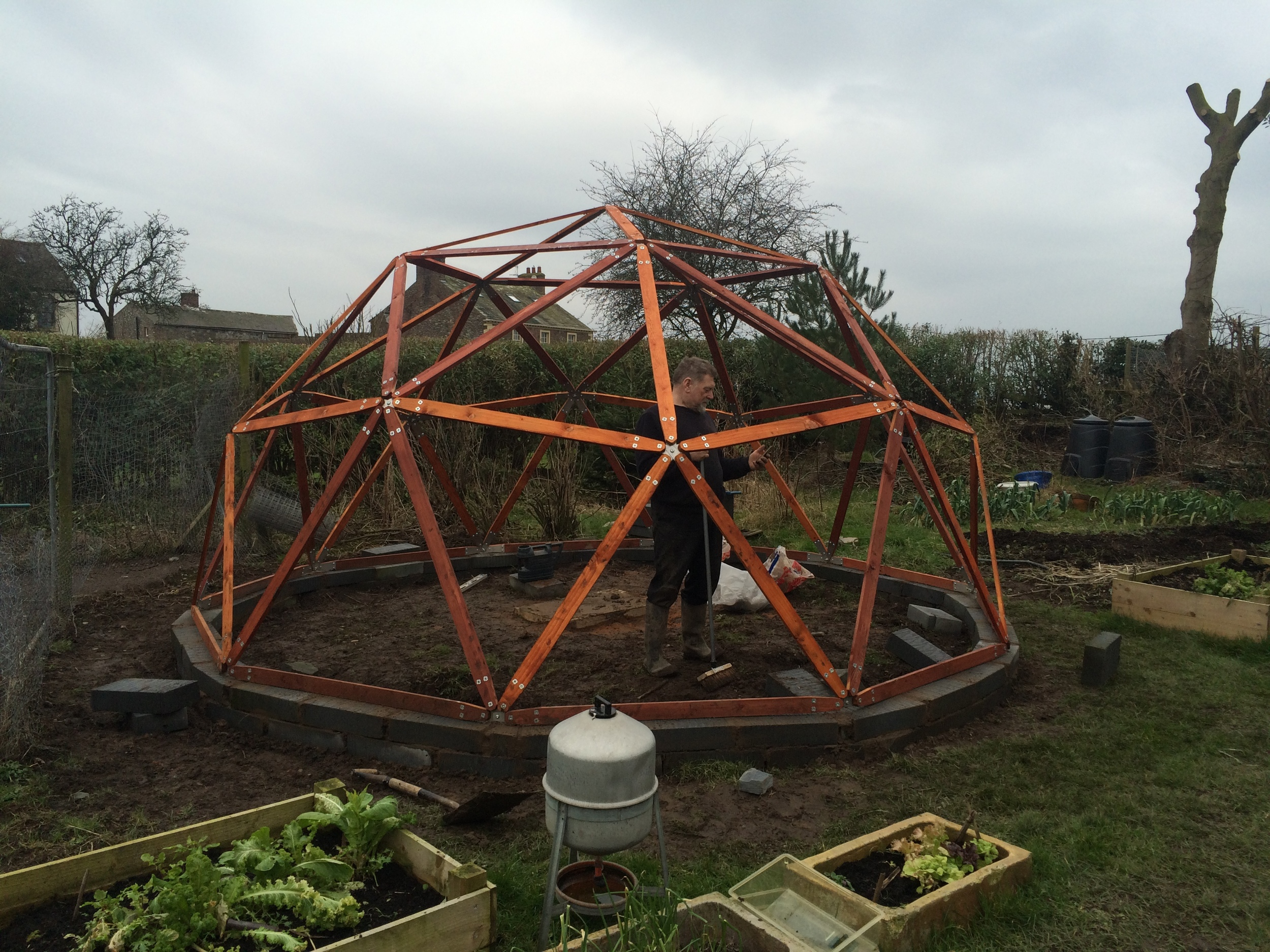 He had built the wall the day before and errected the dome frame within 2 hours.
