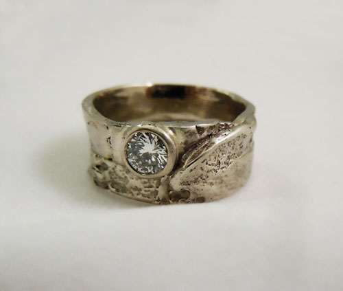 Costa-rica-pod-wedding-ring-and-band.jpg