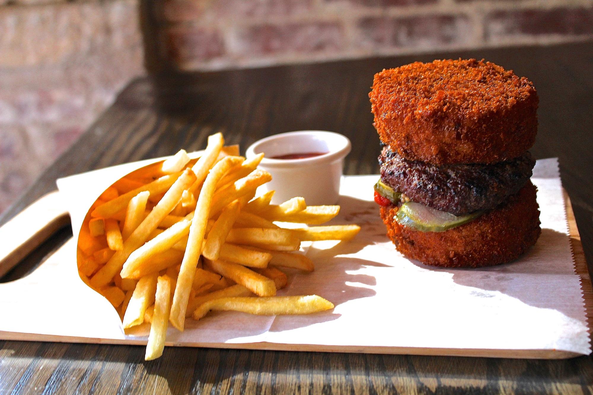 snowdonia-mac-and-cheese-burger.jpg