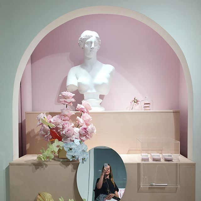 Beauty + The Bust 🌹// This low key lady finally took care of her stressin tresses (thank you @spokeandweal 🙏🏼) the @glossier pop up around the corner was the cherry on top of a much needed beauty night out 💇🏻🙋🏻💄💕😝(swipe right for more of this adorable space) . . . . . . . . . . . #raetravels #glossier #glossiercloudpaint #cloudpaint #beauty #thatsdarling #millenialpink #interiorinspo