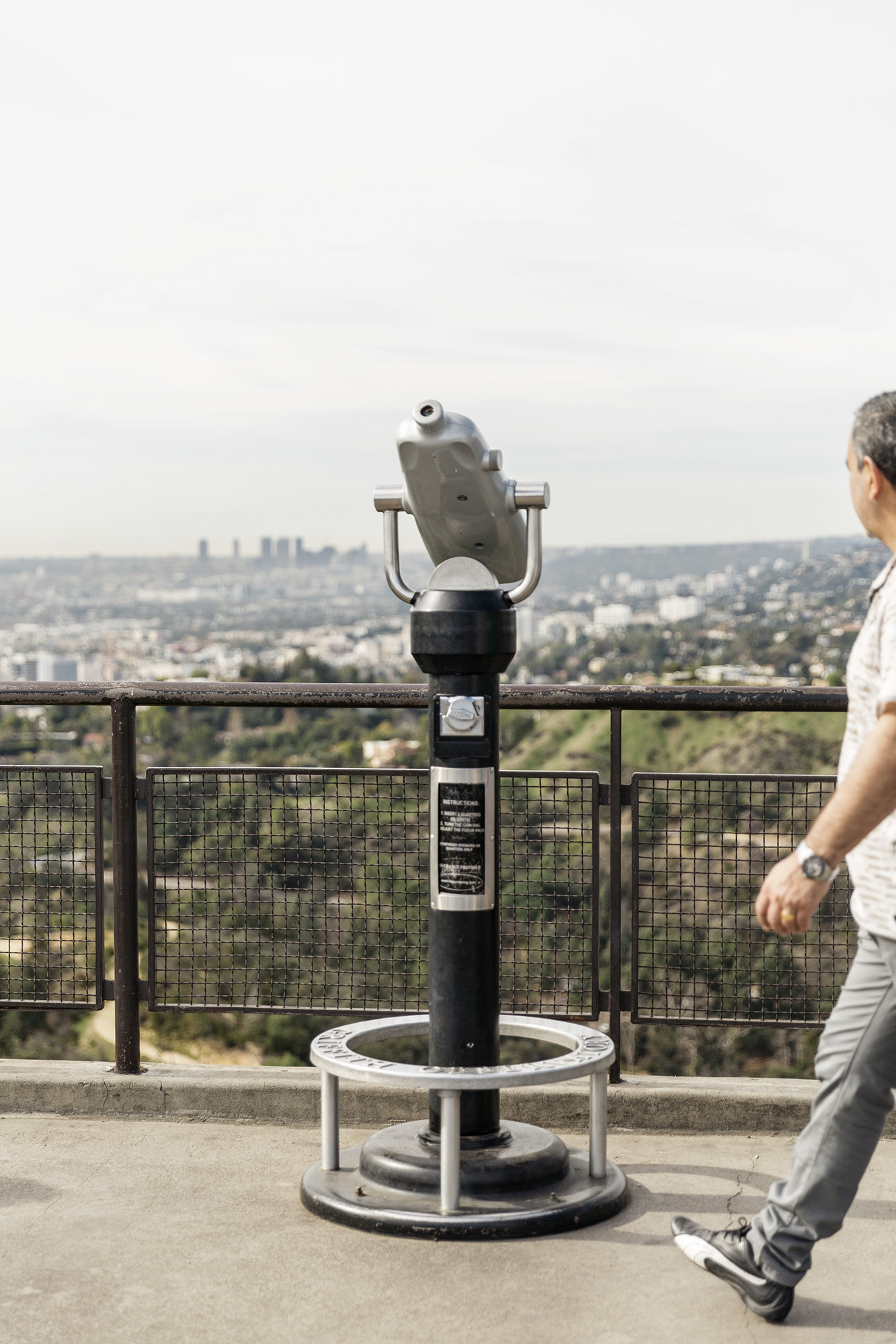 A man enjoys the view of Los Angeles from the Griffith Observatory by Denver Boulder Colorado Editorial and Commercial Photographer Rebecca Stumpf, specializing in food, lifestyle, and travel.