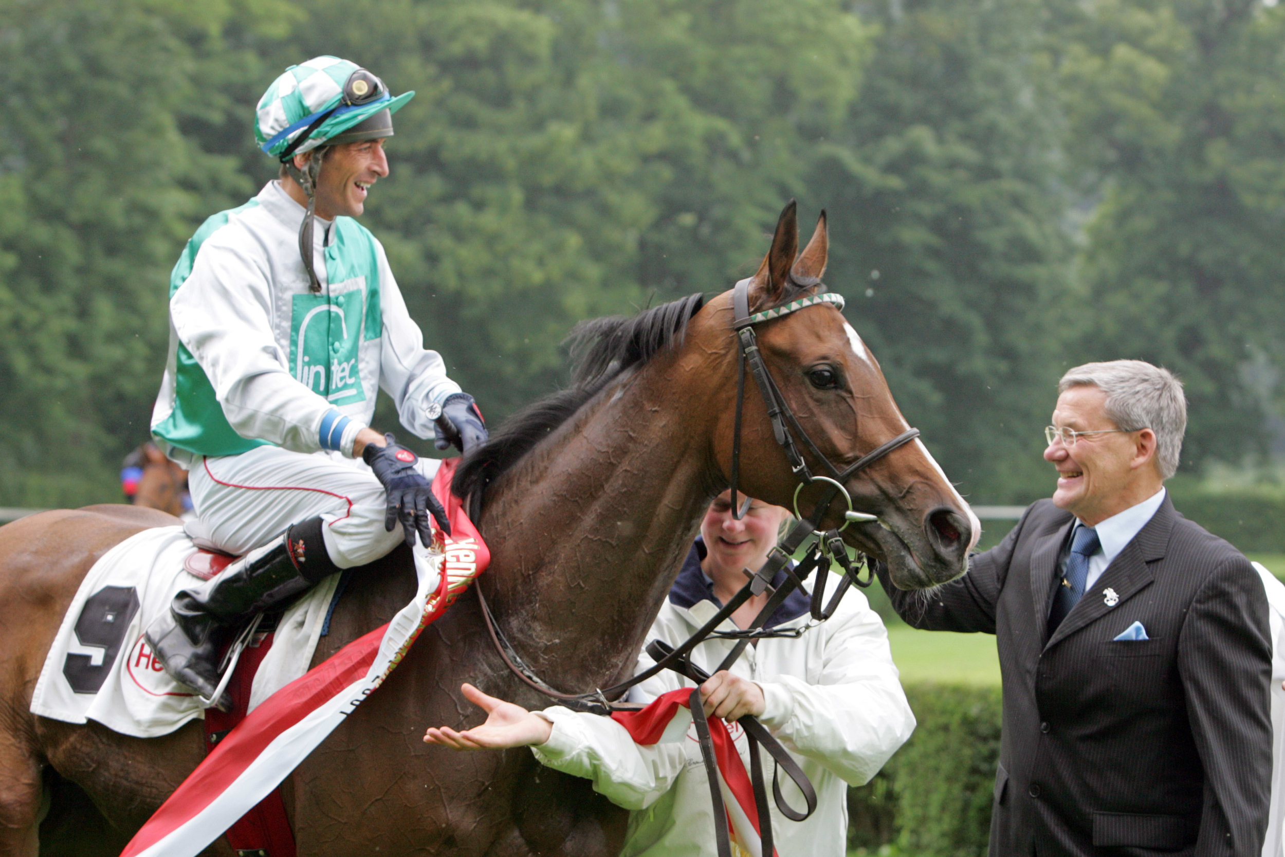Mystic Lips with Andreas Helfenbein and trainer Andreas Löwe, after winning the Henkel Prize of Diana 2007.