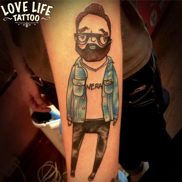 татуировка хипстера в очках
