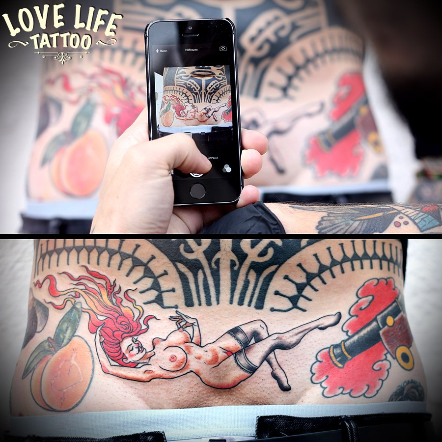 татуировка девушки в чулках
