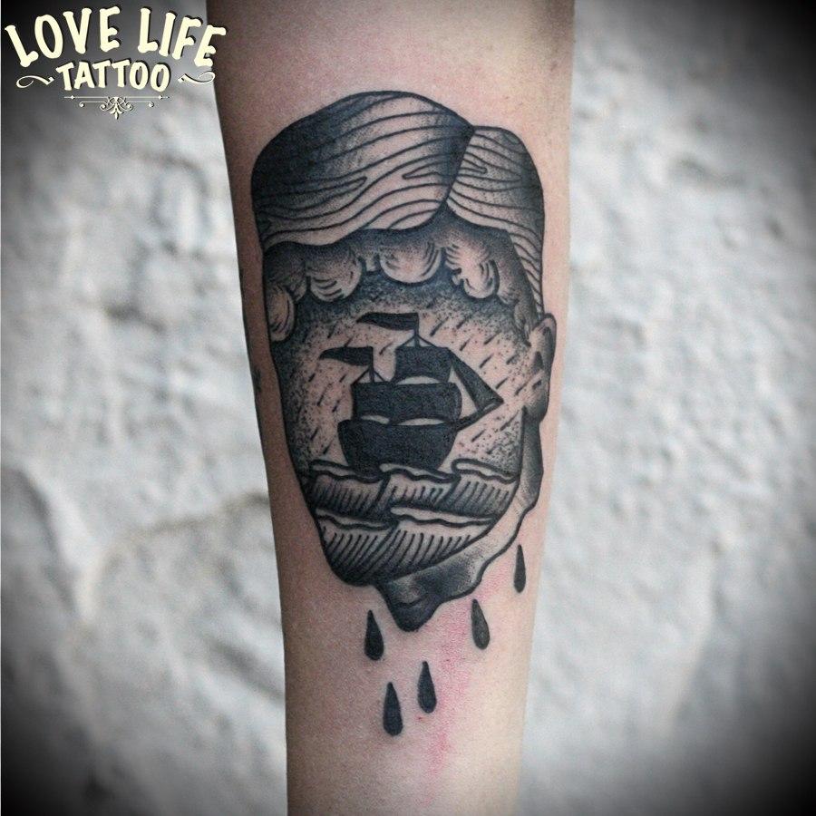 татуировка корабль в голове