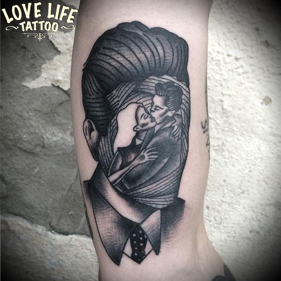 татуировка влюбленных в голове