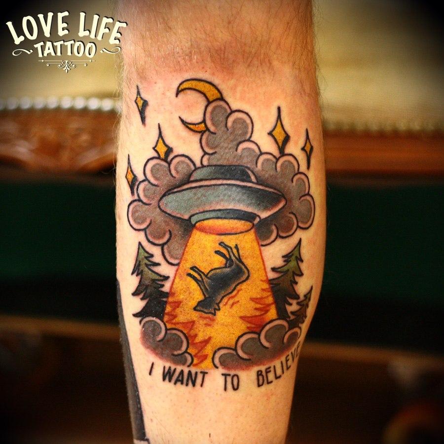 татуировка летающей тарелки