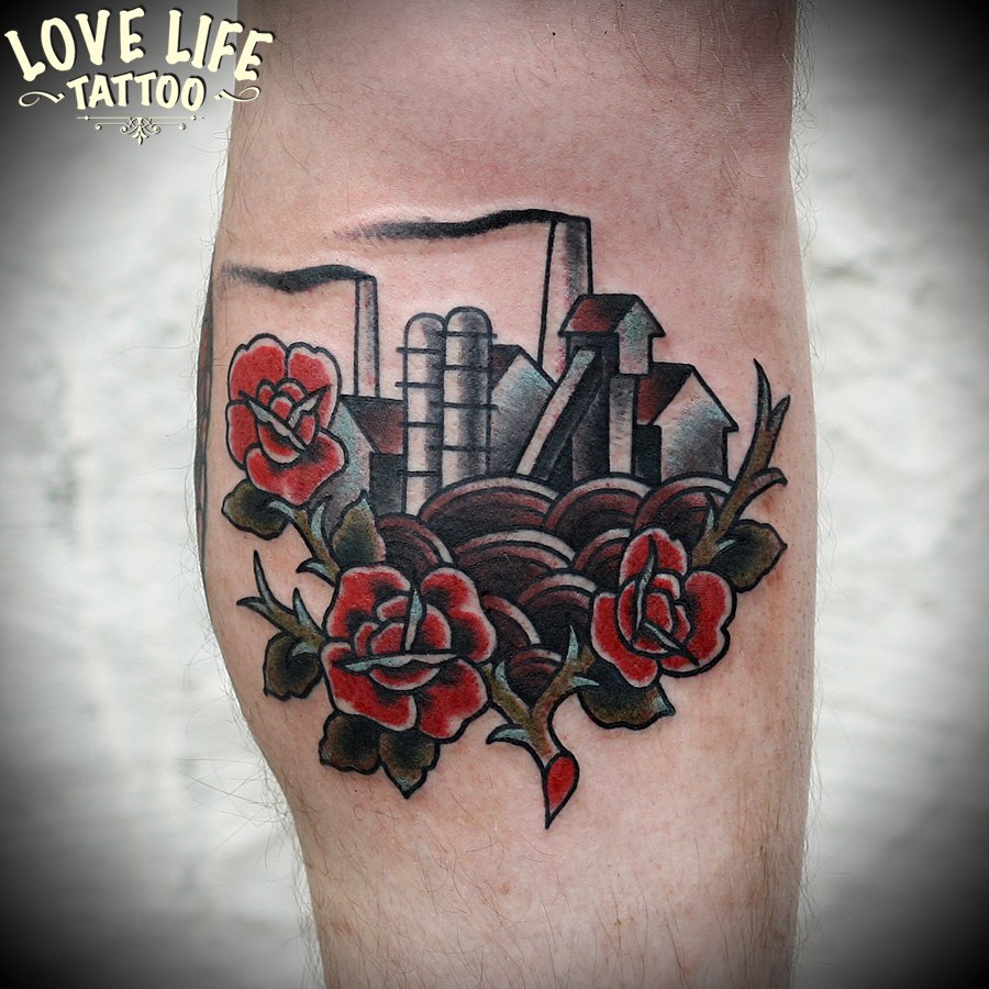 татуировка завод в розах