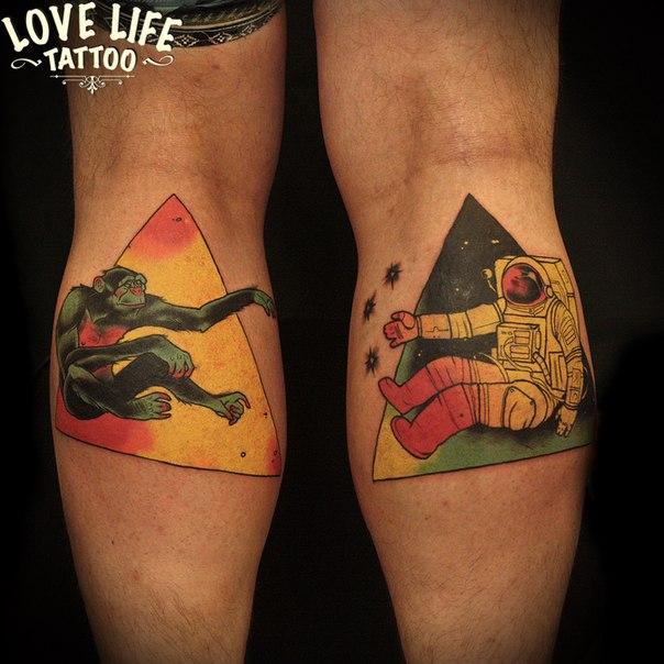 татуировка обезьяны и космонавта