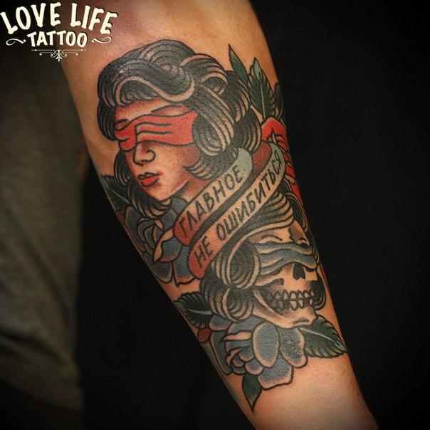 татуировка девушки и смерти