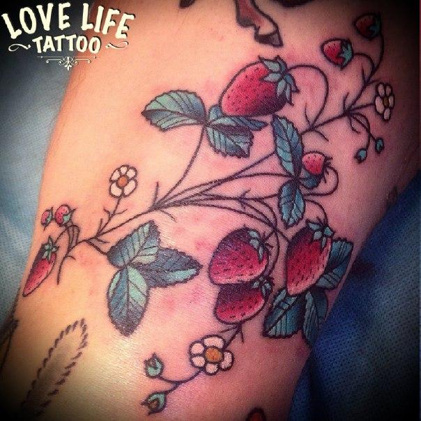 татуировка земляники