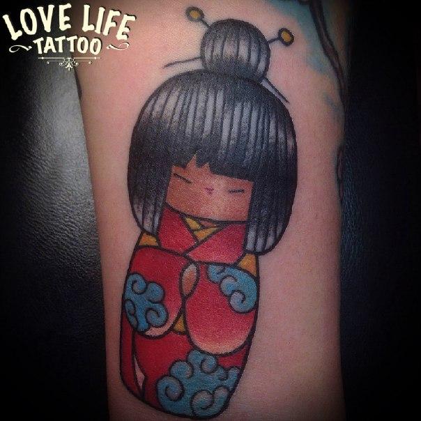 татуировка японской куклы