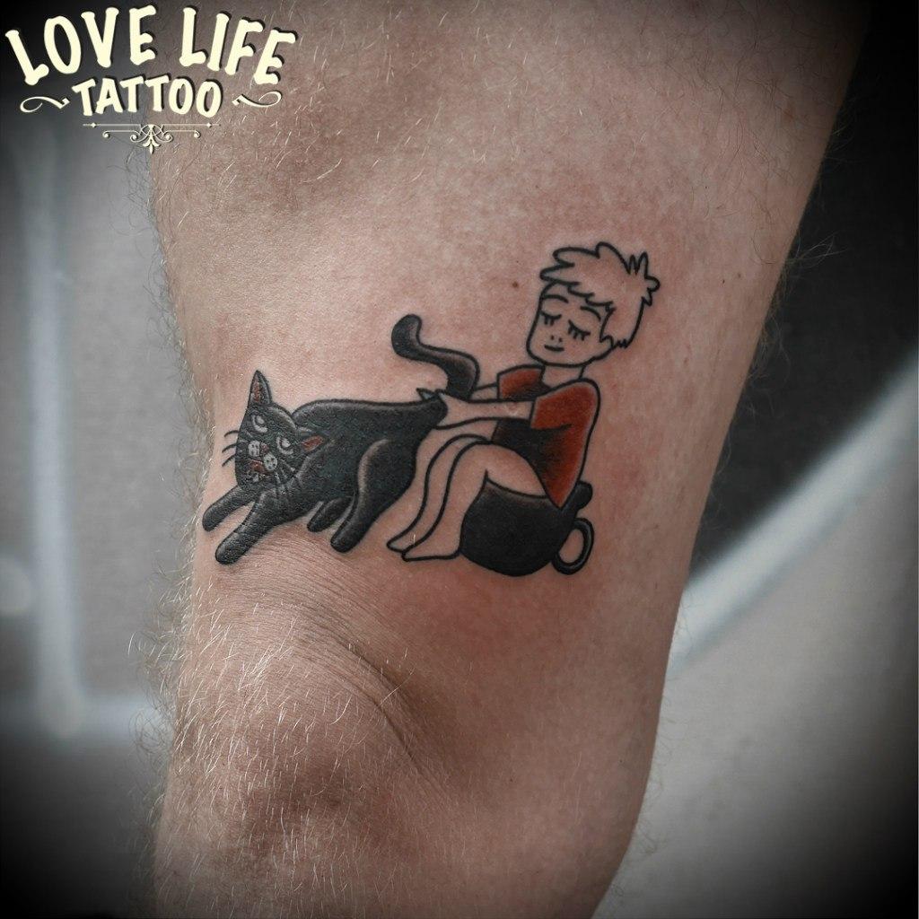 татуировка мальчика с котом