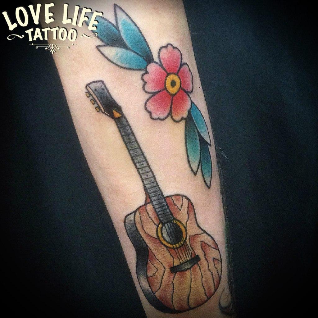 татуировка гитары